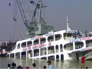 El barco Shahid Salam se accidentó esta mañana en el río Meghna cuando se dirigía a la isla de Hatia, en el norte de la bahía de Bengala