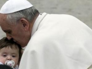 """El obispo de Roma considera que los niños son """"más vulnerables"""" (Foto: EFE)"""