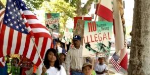 Al menos 11 millones de inmigrantes indocumentados, la mayoría hispanos, esperan que el Congreso apruebe una reforma migratoria que les abra las puertas para pedir la residencia permanente y luego la ciudadanía.
