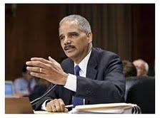 REUTERS El secretario de Justicia de EE.UU. Eric Holder y la vicepresidenta de la Comisión Europea Viviane Redding.