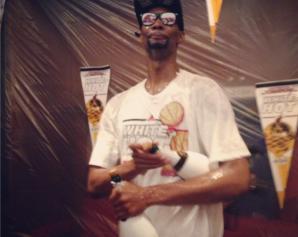 Chris Bosh, con varias botellas de Champagne. Foto: NBA