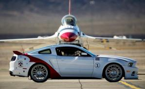 2014-ford-mustang-gt-us-air-force-thunderbirds-edition-photo-524225-s-520x318