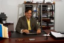 Tony Serrato, en su oficina de Deerfield Beach.