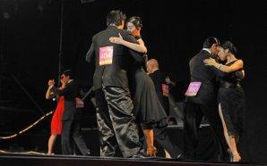 """Más de 550 parejas de bailarines de todo el mundo compiten a partir de hoy hasta el próximo 27 de agosto, en el seno del mayor festival internacional del ritmo del """"2x4""""."""