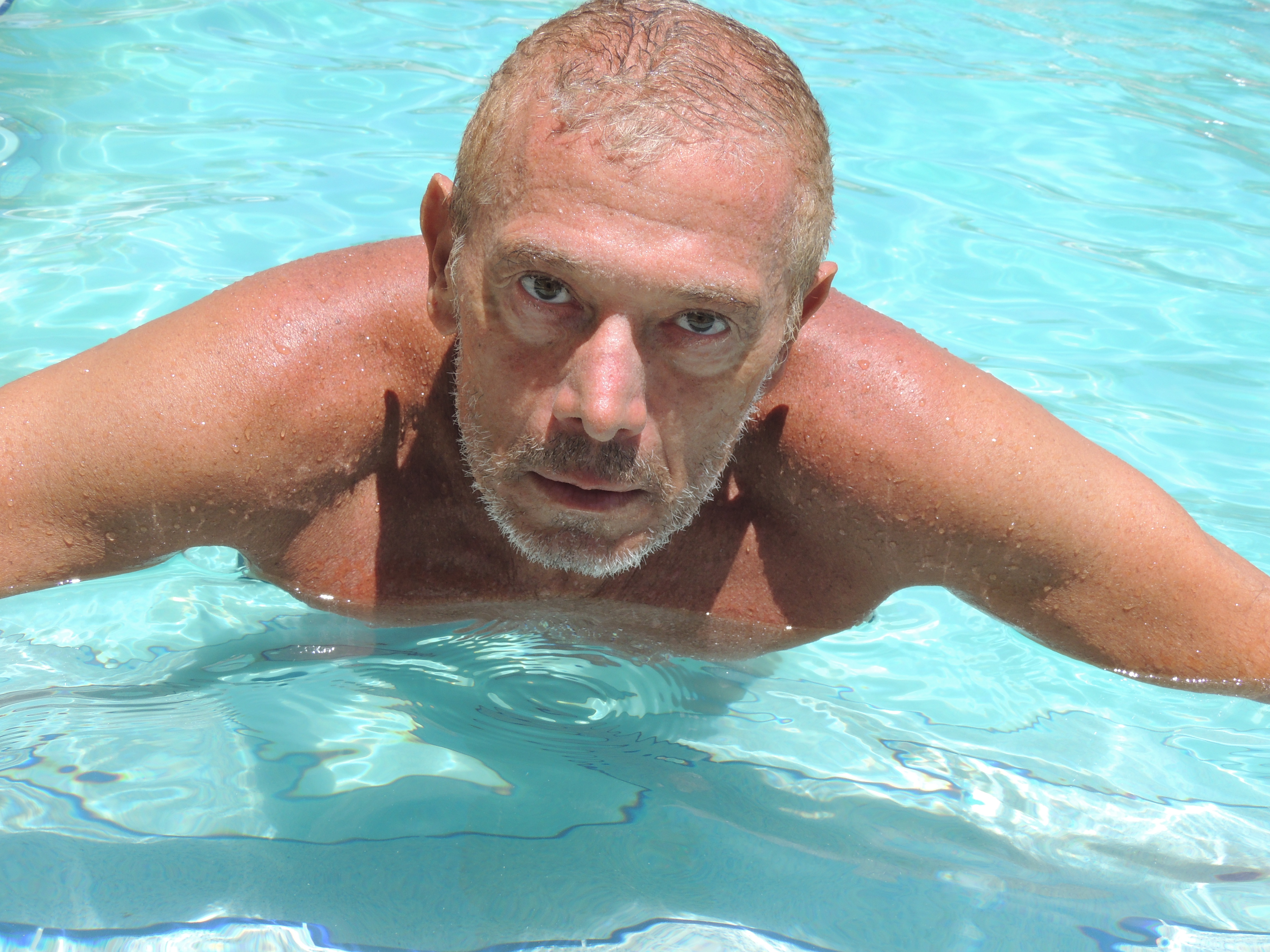 Gran estreno en miami del show el se or de las piscinas for Piscinas actur