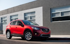 image.motortrend.com*f*roadtests*suvs*1203_2013_mazda_cx_5_first_test*40848396*2013-Mazda-CX-5-front-three-quarter