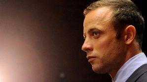 El acusado, que no pudo contener las lágrimas antes del comienzo del proceso, irá a juicio el 3 de marzo de 2014 en un tribunal de la capital sudafricana, Pretoria.