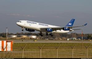 Las operaciones se realizarán con aeronaves Airbus 330-200 de 264 asientos, distribuidos en dos clases: 22 asientos-cama en Club Cóndor y 242 asientos en Economy.