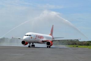 El vuelo permite a los viajeros de Chicago una eficaz conexión con el banco de vuelos que sale de El Salvador hacia ciudades de Centro y Suramérica.
