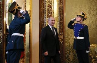 """# 1 Forbes justifica su decisión de colocar a Putin como el nuevo hombre fuerte a nivel mundial porque """"continúa solidificando su control dentro de su país y en el escenario internacional"""", mientras el norteamericano pierde terreno en su segundo mandato en la Casa Blanca. EFE/YURI KOCHETKOV"""