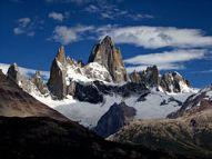 El Monte Fitz Roy o Chaltén, en la frontera entre Argentina y Chile. Sólo se accede desde el lado argentino.