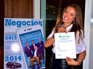 La ganadora de este sorteo fue Cely Muñoz, quien orgullosa se llevó el premio.