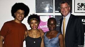 Tiene una fotogénica familia multirracial, un pasado marcado por su acercamiento a los sandinistas y, si se confirman las predicciones de las encuestas, también se convertirá este martes por una amplia ventaja en el primer alcalde demócrata de Nueva York en 20 años.