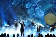 MAGINE DRAGONS, EN ESCENADan Reynolds, del grupo musical Imagine Dragons, en un momento de su actuación en el Nokia Theatre de Los Ángeles. (GTRES)
