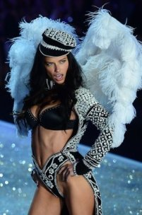 Model-Adriana-Lima-performs-du_54393426503_53389391171_261_396
