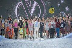 La cantante Taylor Swift y las modelos en el final del 2013 Victoria's Secret Fashion Show que se celebró en el Lexington Avenue Armory de New York - 14/11/2013 | EMMANUEL DUNAND - AFP