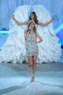 La cantante Taylor Swift durante el Victoria's Secret Fashion Show en el Lexington Avenue Armory de New York - 14/11/2013 | EMMANUEL DUNAND - AFP