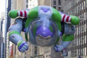 El globo de Buzz Lightyear, durante el desfile del día de Acción de Gracias, en Nueva York, el 28 de noviembre de 2013.