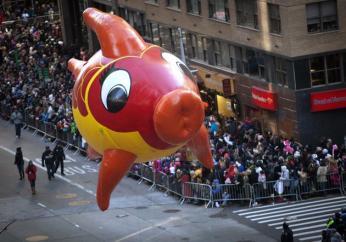 El globo de un personaje animado, durante el desfile del día de Acción de Gracias, en Nueva York, el 28 de noviembre de 2013.REUTERS/Carlo Allegri