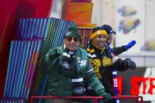 NFL legend Joe Namath and Hines Ward wave at the crowd during the Macy's Thanksgiving Day Parade, Thursday, Nov. 28, 2013, in New York.