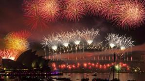 A las 13:00 GMT, miles de personas participaron en los actos organizados en la emblemática Casa de la Ópera de Sídney, en Australia.