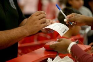 El departamento de atención a clientes de Target no puede contener las miles de llamadas de clientes preocupados.