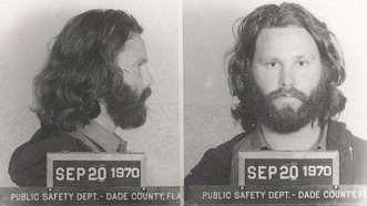 Jim Morrison. Detenido en 1970 por exhibir sus genitales al público durante un concierto