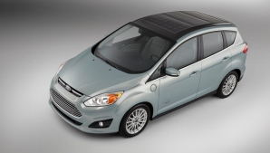 Ford indicó que un día de luz en los paneles solares del C-Max Solar Energi equivale a cargar con un enchufe el vehículo durante cuatro horas.