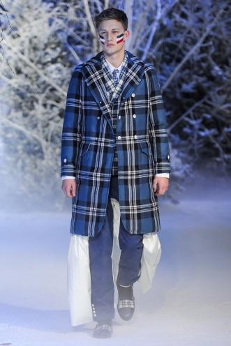Puedes decir lo que quieras, pero a nosotros este abrigo nos parece lo más (y sigue la tendencia de cuadros y acolchados).