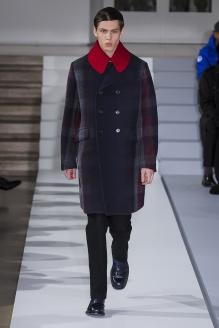 Jil Sander La importancia de los cuellos el próximo invierno se adivina en este abrigo con cuello XXL.