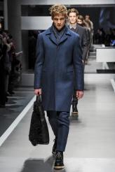 Fendi El azul va a ser uno de los colores del invierno (con el permiso del negro y el gris), así que un total look como el de Fendi nos parece una idea estupenda para el guardarropa masculino.