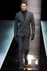 Giorgio Armani Esta chaqueta cruzada con solapa esmoquin es de las que da qué hablar