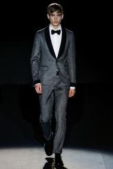 Gucci El gris como opción para la noche.