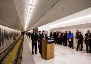 La nueva plataforma tiene suelos de mármol.