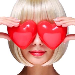 La costumbre de intercambiar regalos y cartas de amor el 14 de febrero nació en Gran Bretaña y en Francia durante la Edad Media, entre la caída del Imperio Romano y mediados del siglo XV.